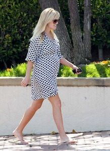 Reece Witherspoon maternity dress